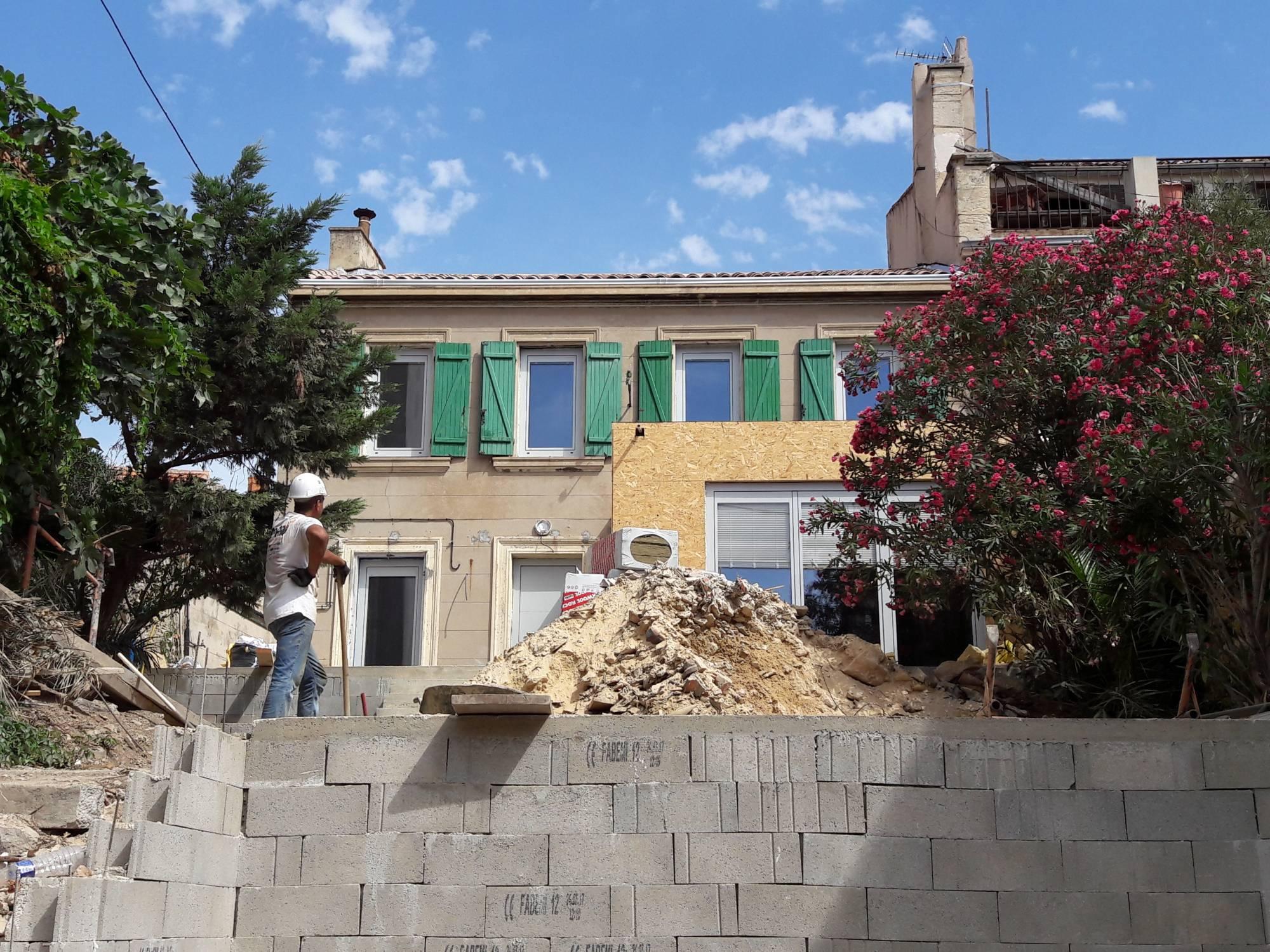 Installation de fen tres bois pour maison passive afp 13 for Maison passive bois