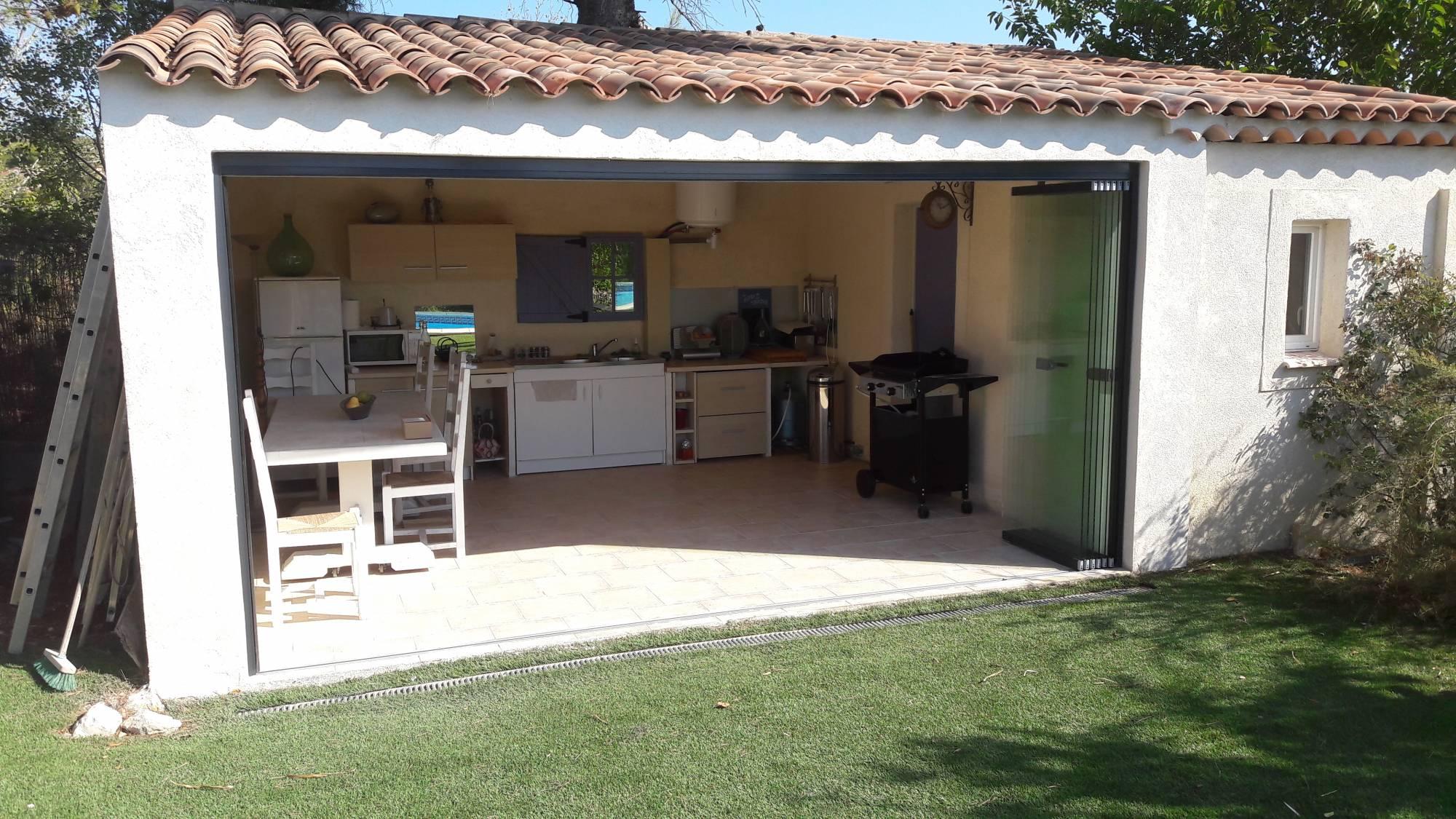 fermeture en verre pliante et coulissante sl 25 solarlux. Black Bedroom Furniture Sets. Home Design Ideas